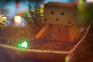 Danbo Mini machte den Weihnachtsbaum unsicher